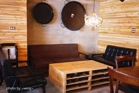 ps t   特别设计了一区宽敞的户外用餐区,若天气凉爽时坐在户外用餐