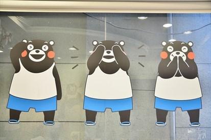 各式穿蓝白拖的熊本熊真的很可爱,不过店内很小,所以相关的摆设品其实