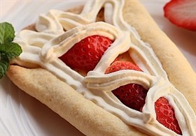 蛋筒草莓奶油塔
