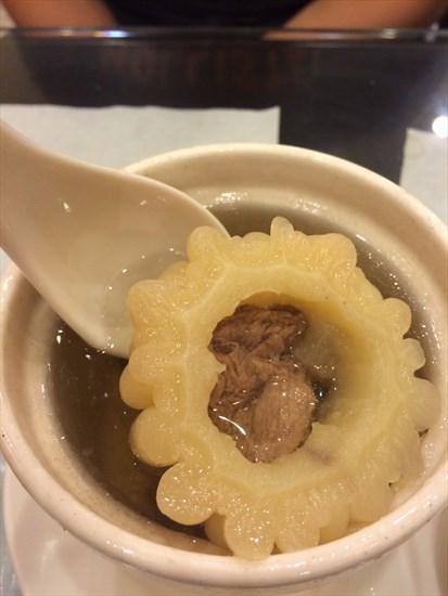 燉湯的部分其實我都滿推薦的,喜歡喝湯的朋友絕對不要錯過,可以感覺到真材實料的用心,湯品口味也不會太重,吃完沒有負擔!