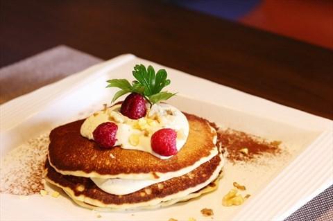 精緻提拉米蘇與歐式鬆餅完美結合,新穎又飽足雙重享受