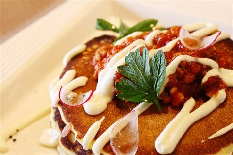 本店招牌早午餐!獨創鹹式鬆餅,媲美千層麵,讓鬆餅不再只屬於茶點
