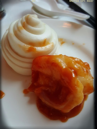 茄汁蝦球佐花卷